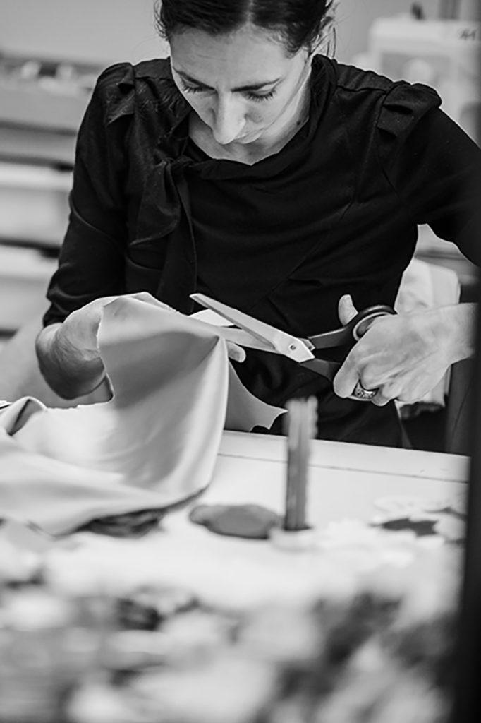 Alice Marty Fleuriste mariage Albi Toulouse Découpe à l'atelier