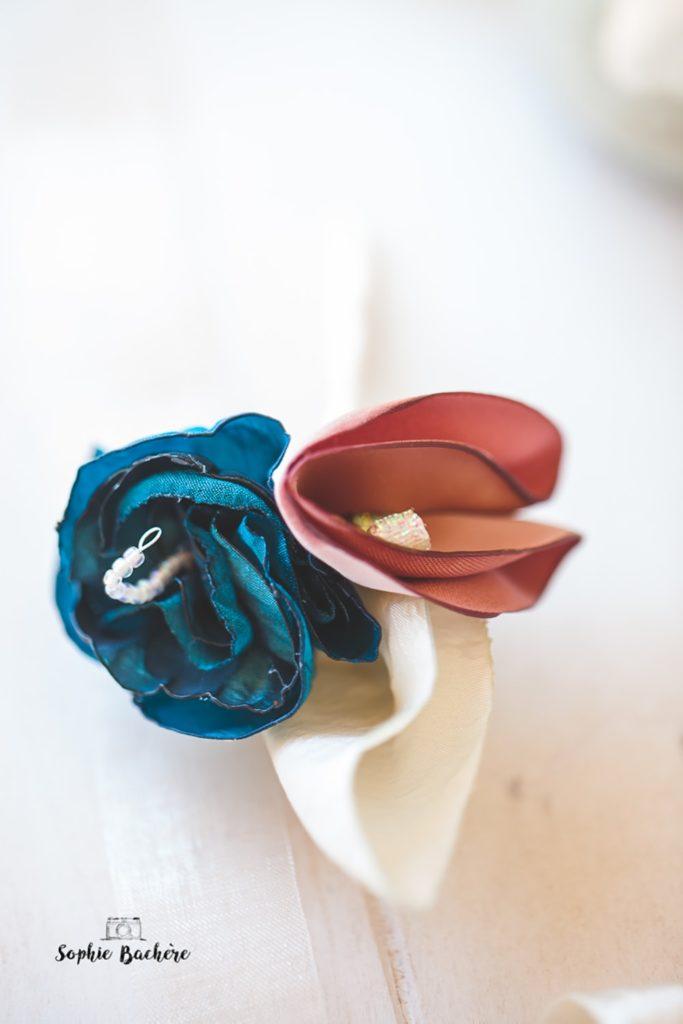 Boutonnière marié fleurs en tissu Alice Marty Fleuriste mariage Albi Toulouse
