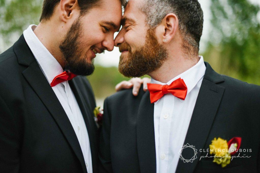 Mariage Albi Fleuriste mariage Alice Marty Boutonnière marié rouge vert jaune