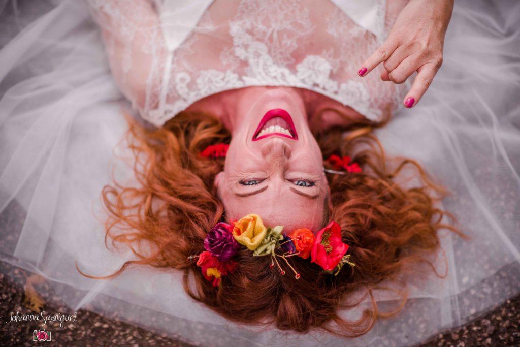 Mariage rock et funky Couronne mariée tissu pop rouge jaune vert anis fushia coquelicot violet Alice Marty Fleuriste textile Albi Toulouse