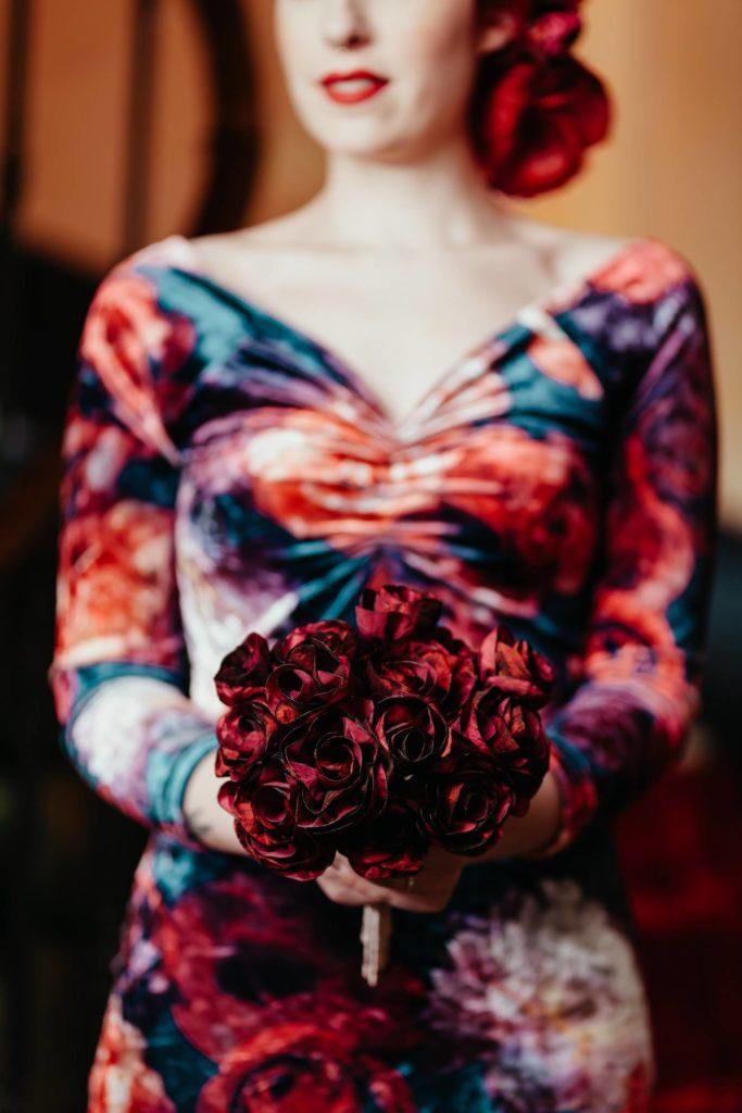 Bouquet tissu Roses rouges Alice Marty Fleuriste textile Albi Toulouse crédit photo ©Barth Photographie