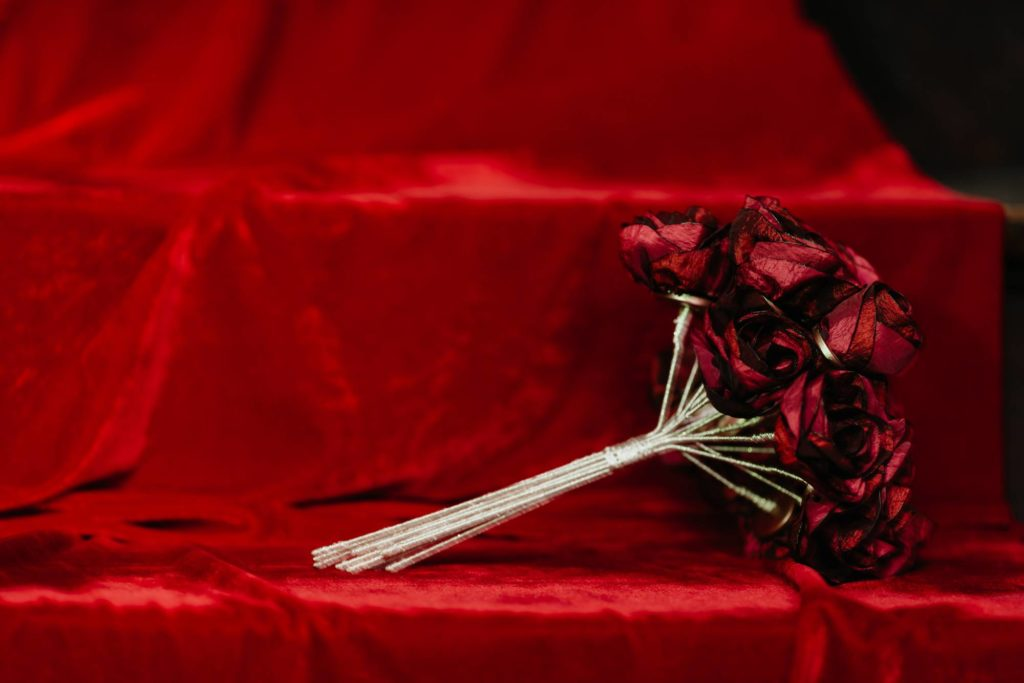 Bouquet de roses en tissu Alice Marty Fabric flowers Fleurs crédit photo ©Barth Photographie textile Parurier floralAlbi Toulouse