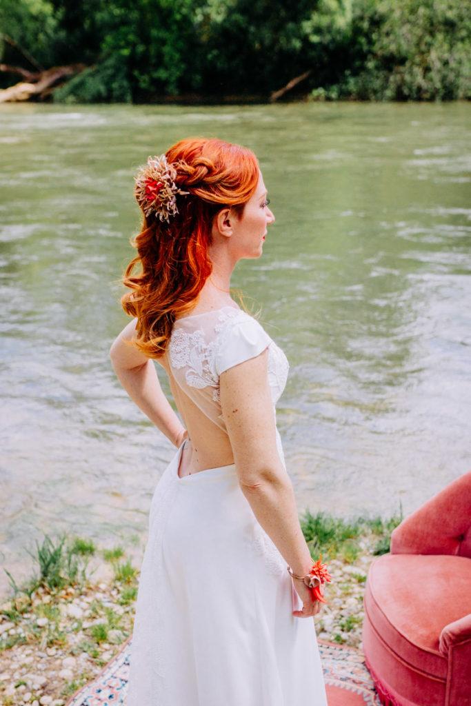 Fleur sauvage dans les cheveux Alice Marty Accessoires mariage Toulouse Albi Bordeaux