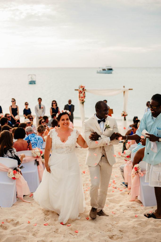Mariage aux Bahamas couronne de fleurs Accessoires mariage Alice Marty Toulouse Albi Bordeaux
