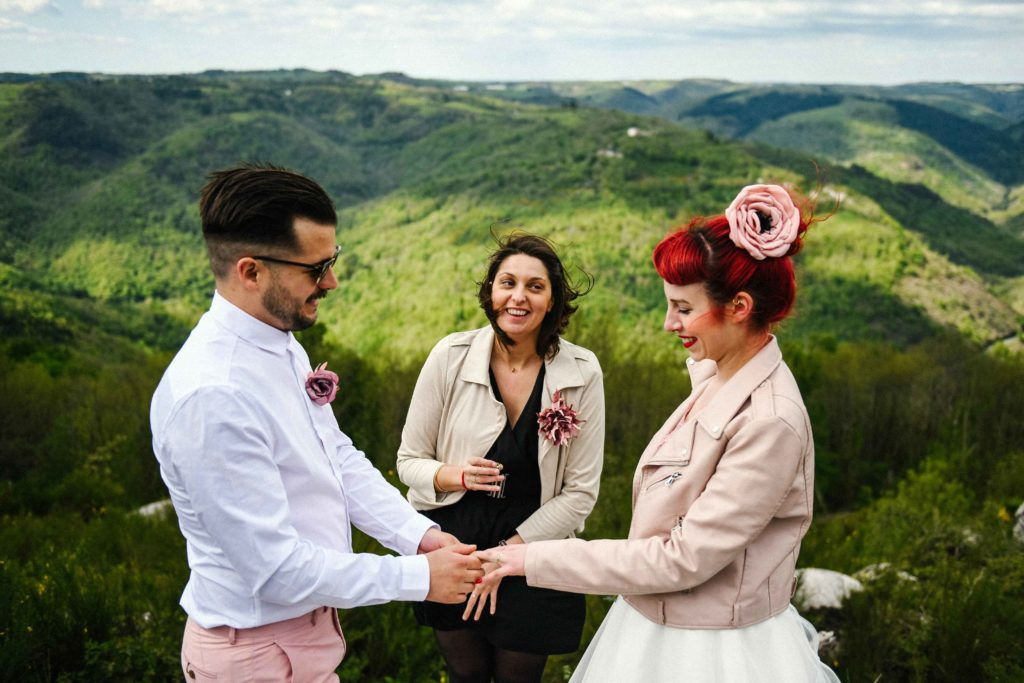 Séance engagement couple rock tatouages Alice Marty Accessoires mariage Toulouse Albi Bordeaux