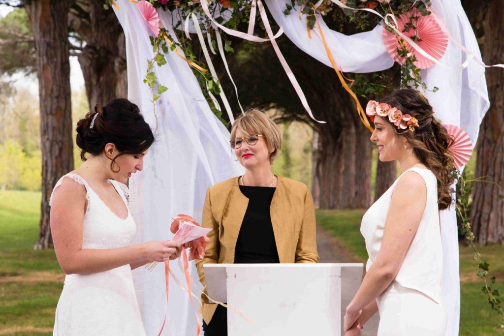 Mariage lesbien cérémonie Alice Marty Accessoires mariage Albi Toulouse Bordeaux