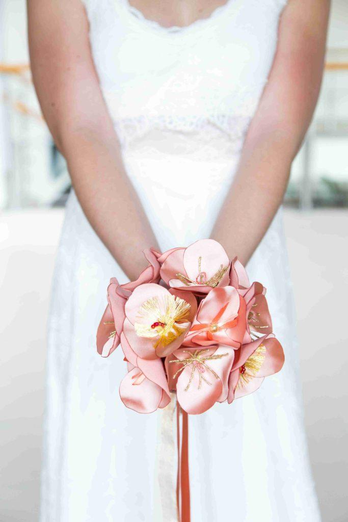 Bouquet en tissu corail Alice Marty Accessoires mariage Albi Toulouse Bordeaux