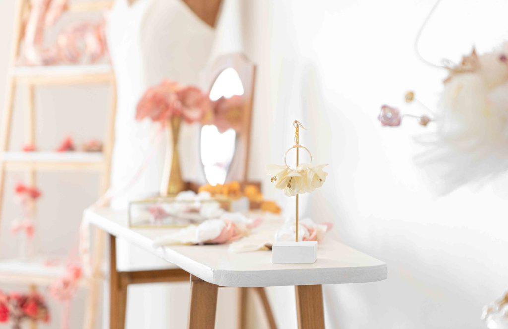 Boucles d'oreilles créoles fleuries ShowroomAlice Marty Créatrice d'accessoires mariage Toulouse Albi