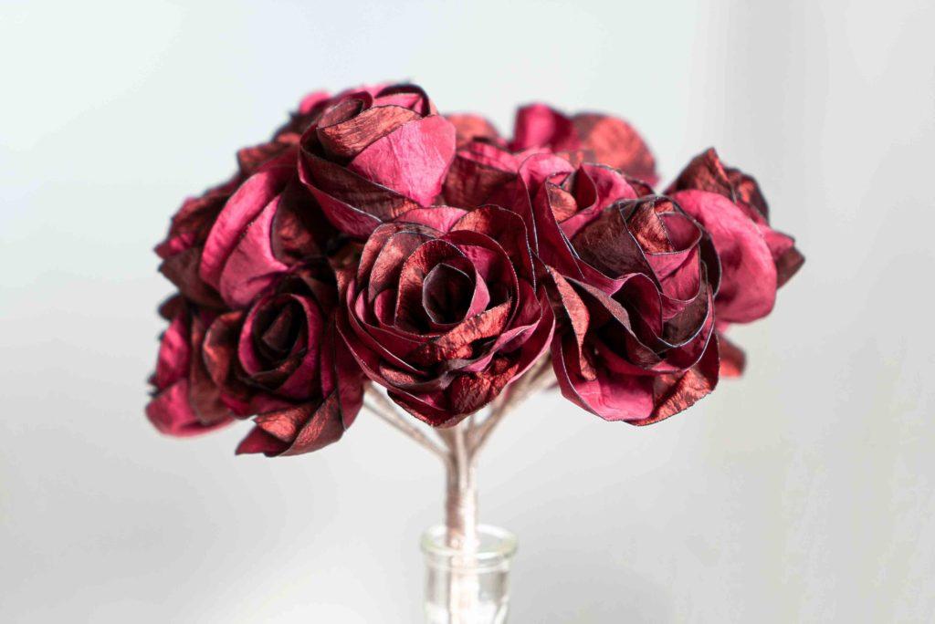 Bouquet de roses bordeaux Showroom Alice Marty Créatrice d'accessoires mariage Toulouse Albi