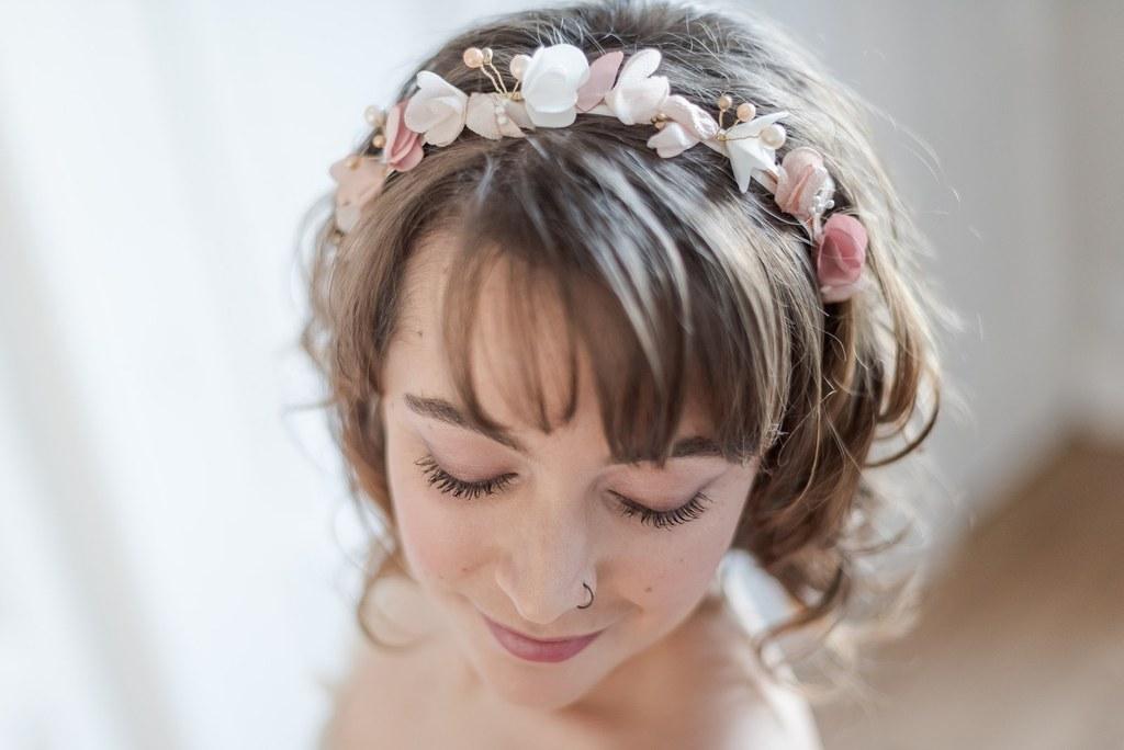 Alice Marty Créatrice d'accessoires mariage Couronne fine perlée