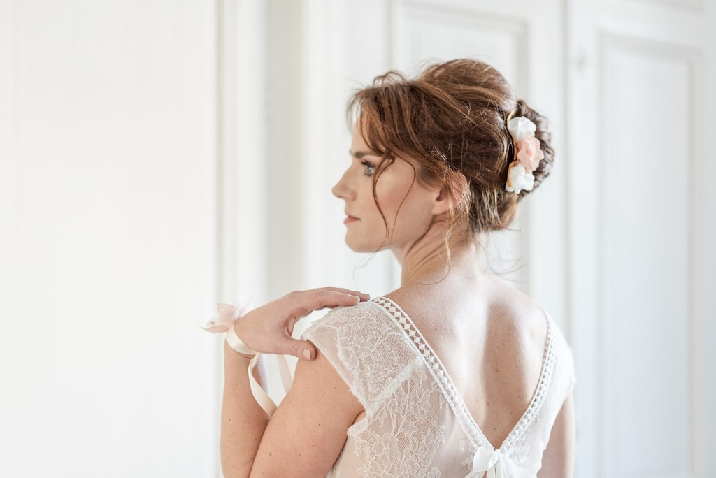 Alice Marty Créatrice d'accessoires mariage Peigne floral Apolline 3 fleurs