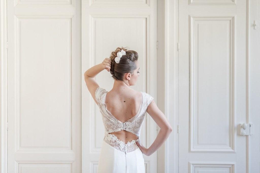 Alice Marty Créatrice d'accessoires mariage Epingles Constance Roses en tissu
