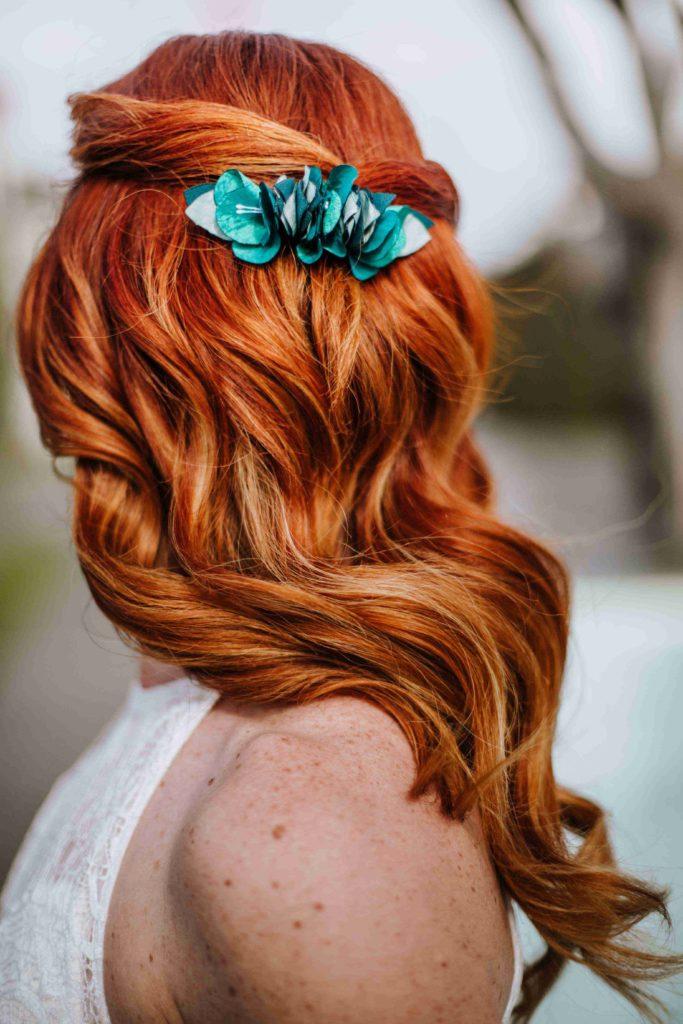 Alice Marty Couture florale Barrette Solène fleurie mariée fleurs et feuilles vertes