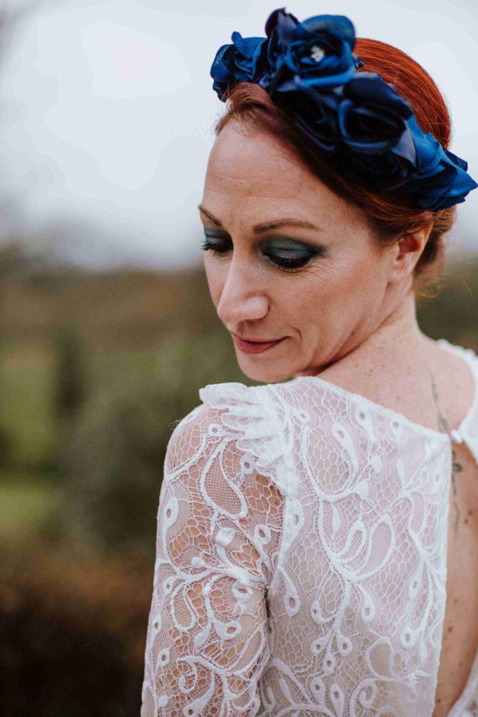 Alice Marty Couture florale mariage Couronne oversize bleue fleurs textile SLIDER