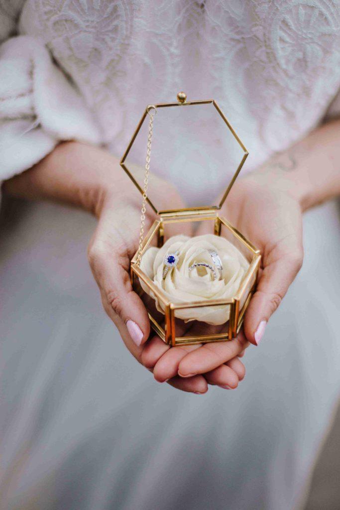 Alice Marty Couture florale mariage Fleur en tissu pour porte allinaces