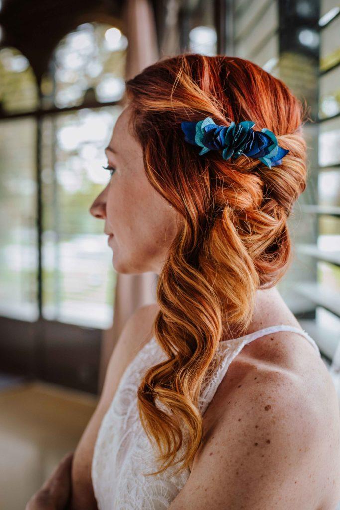 Alice Marty Couture florale mariage Toulouse Barrette bleue fleurs en tissu