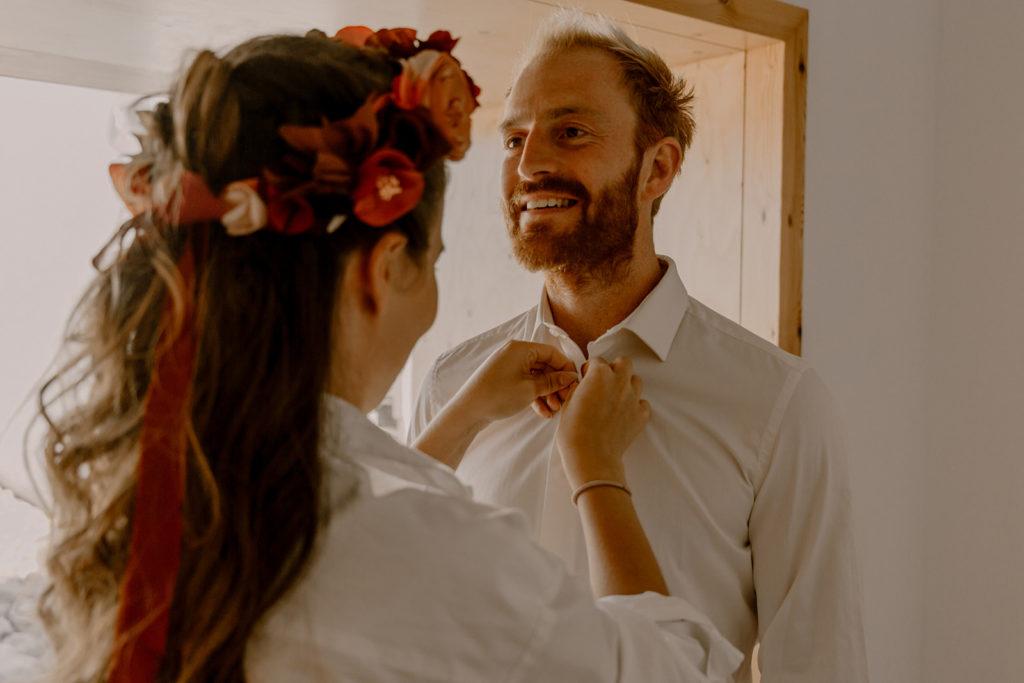 Couronne florale mariée et boutonnière marié fleurs en tissu / Alice Marty - Couture florale mariage Artisan d'art Albi Toulouse
