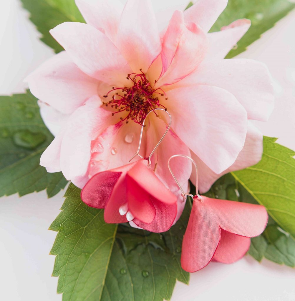 Boucles d'oreilles florales en tissu Ninon Alice MARTY Couture florale Artisan d'art Albi Toulouse Mariage