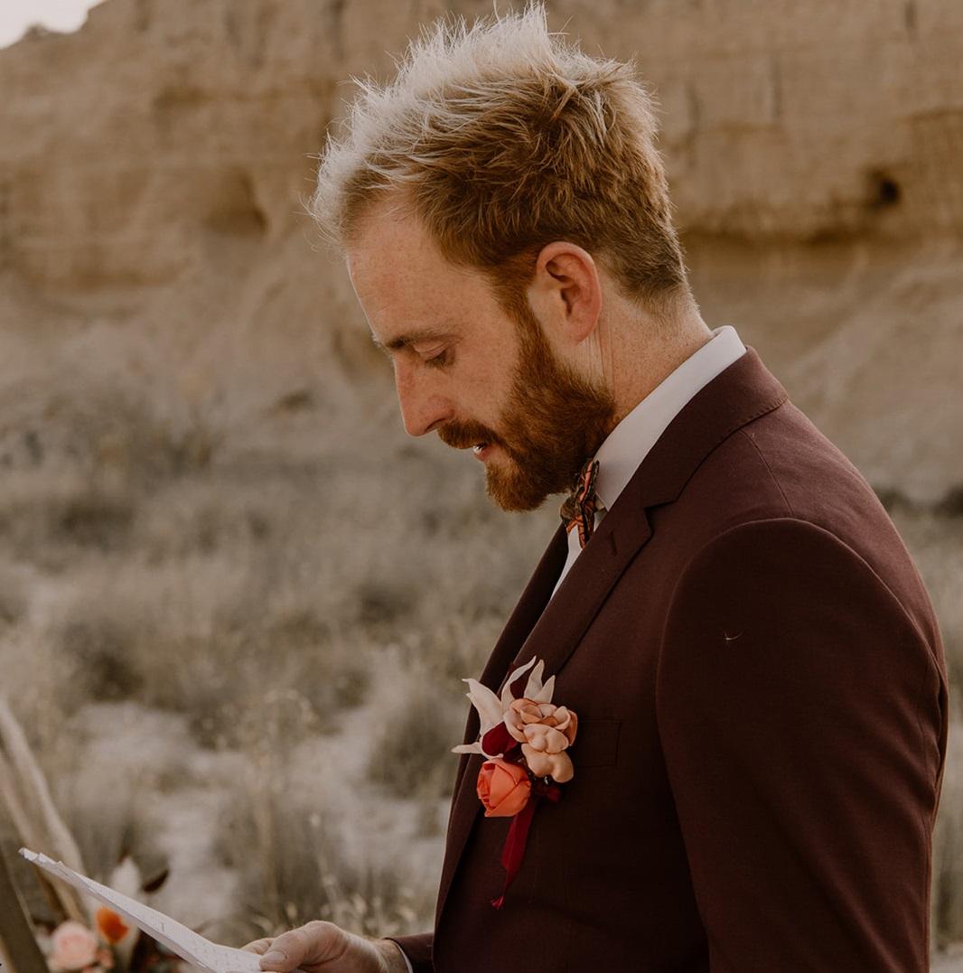 Boutonnière marié en fleurs textiles Alice MARTY Couture florale Artisan d'art Albi Toulouse Mariage