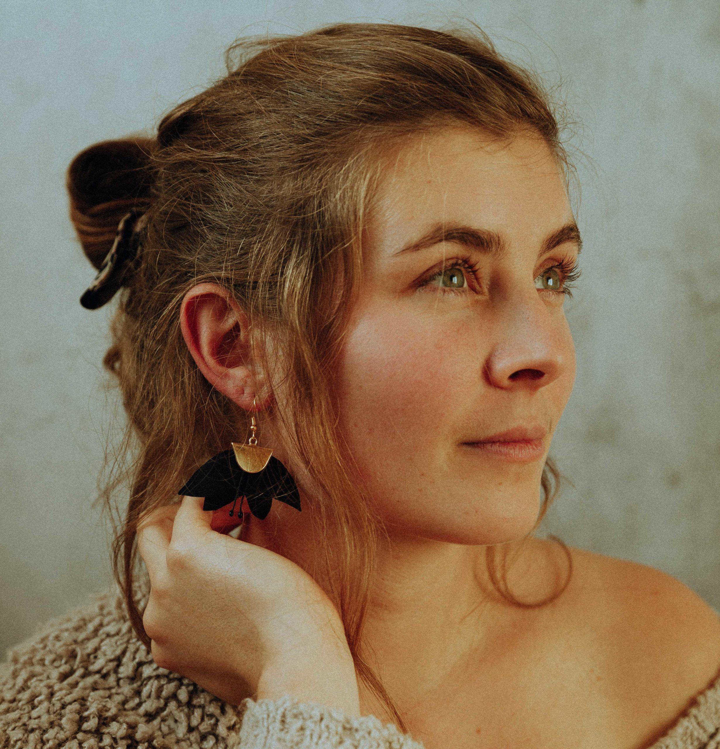 Boucles d'oreilles Alexine Fleurs textiles Alice Marty Couture florale Créatrice mariage Albi Toulouse