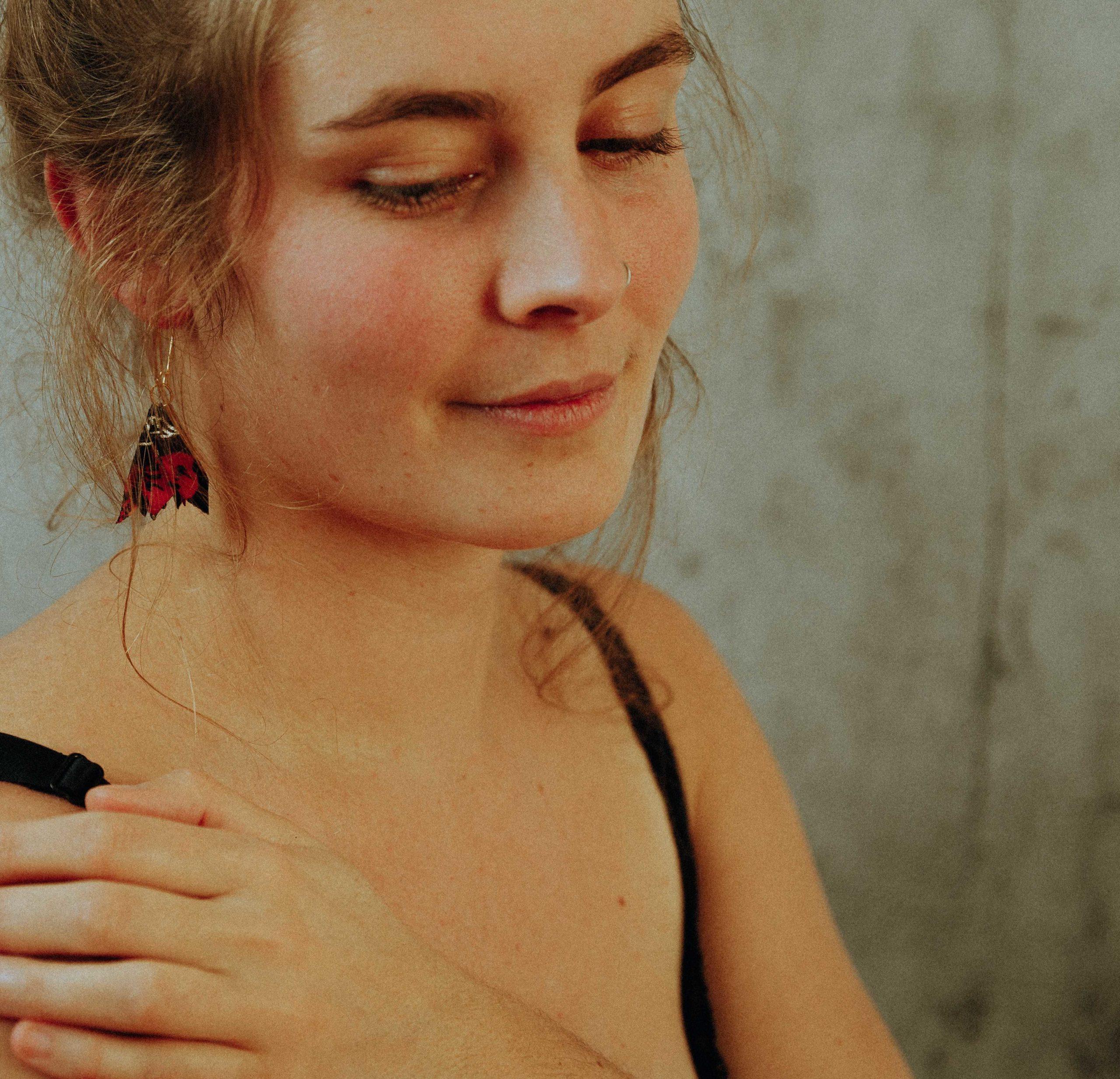 Boucles d'oreilles Amandine petits pétales tissu Alice Marty Couture florale Créatrice mariage Albi Toulouse