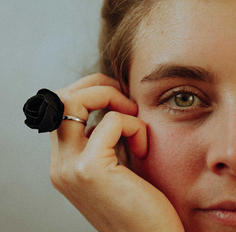 Bague Irène rose en tissu Alice Marty Couture florale Créatrice mariage Albi Toulouse