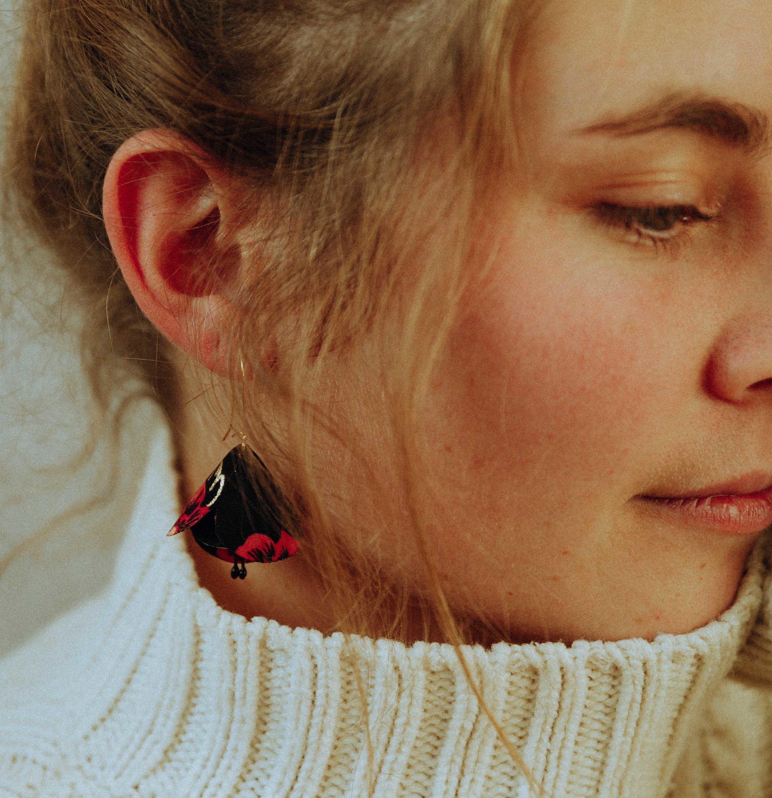Boucles d'oreilles Ninon pétales fleuris en tissu Alice Marty Couture florale Créatrice mariage Albi Toulouse