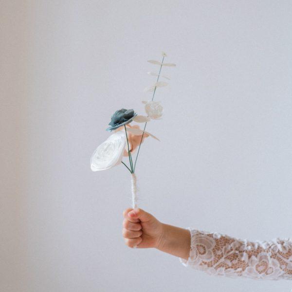 Bouquet enfant 3 fleurs et tige d'eucalyptus Alice MARY Couture florale
