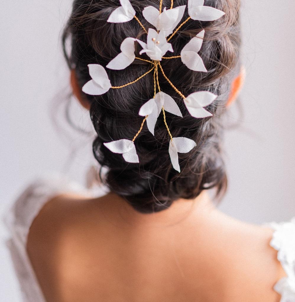 Ornement Domitille Petites feuilles Crêpe mousseline ivoire Alice Marty- Couture florale Accessoires mariage Albi Toulouse