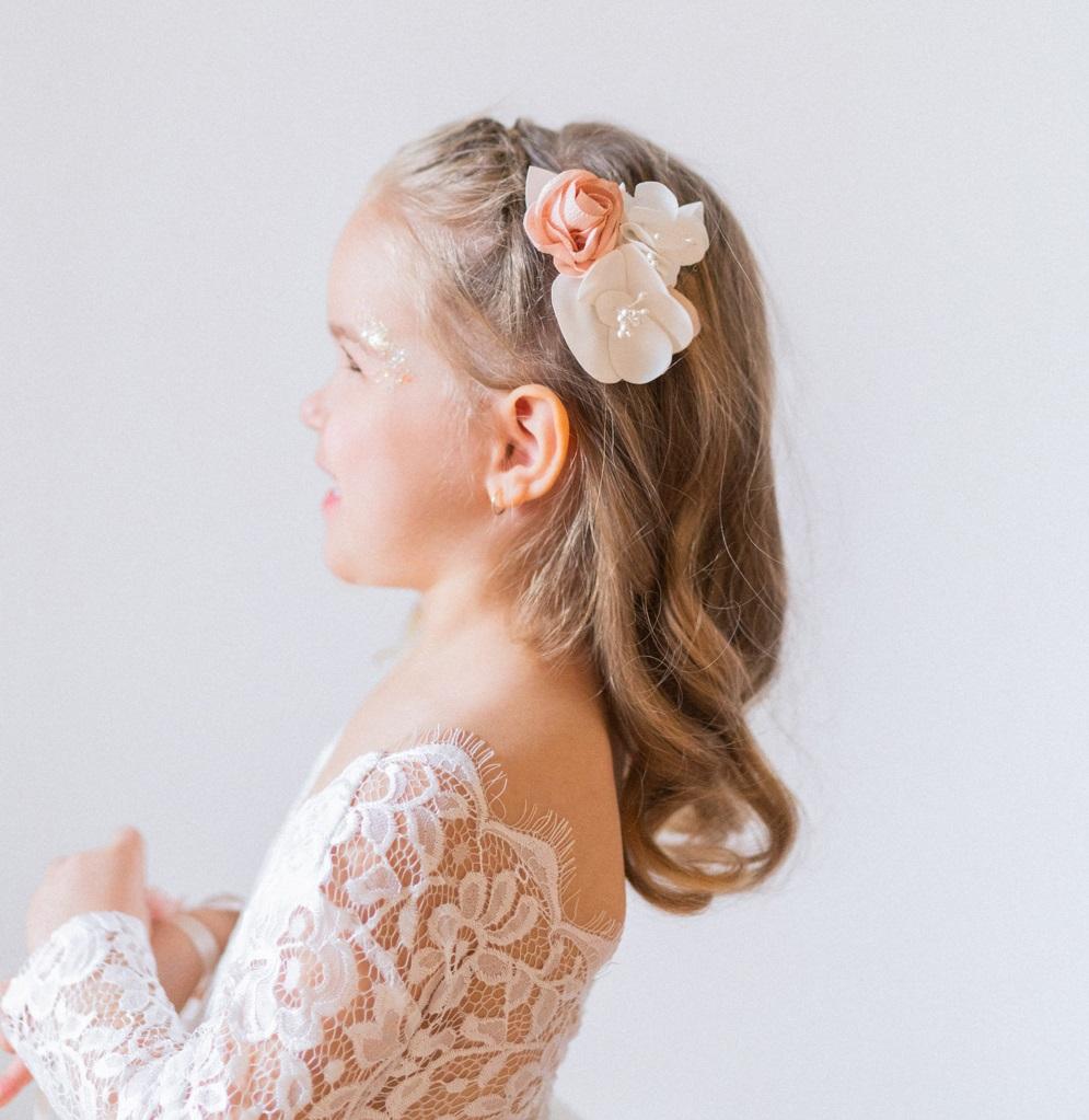 Barrette fleurie pour cortège mariage Accessoire petite fille Alice Marty Artisan d'art futures mariées Albi Toulouse