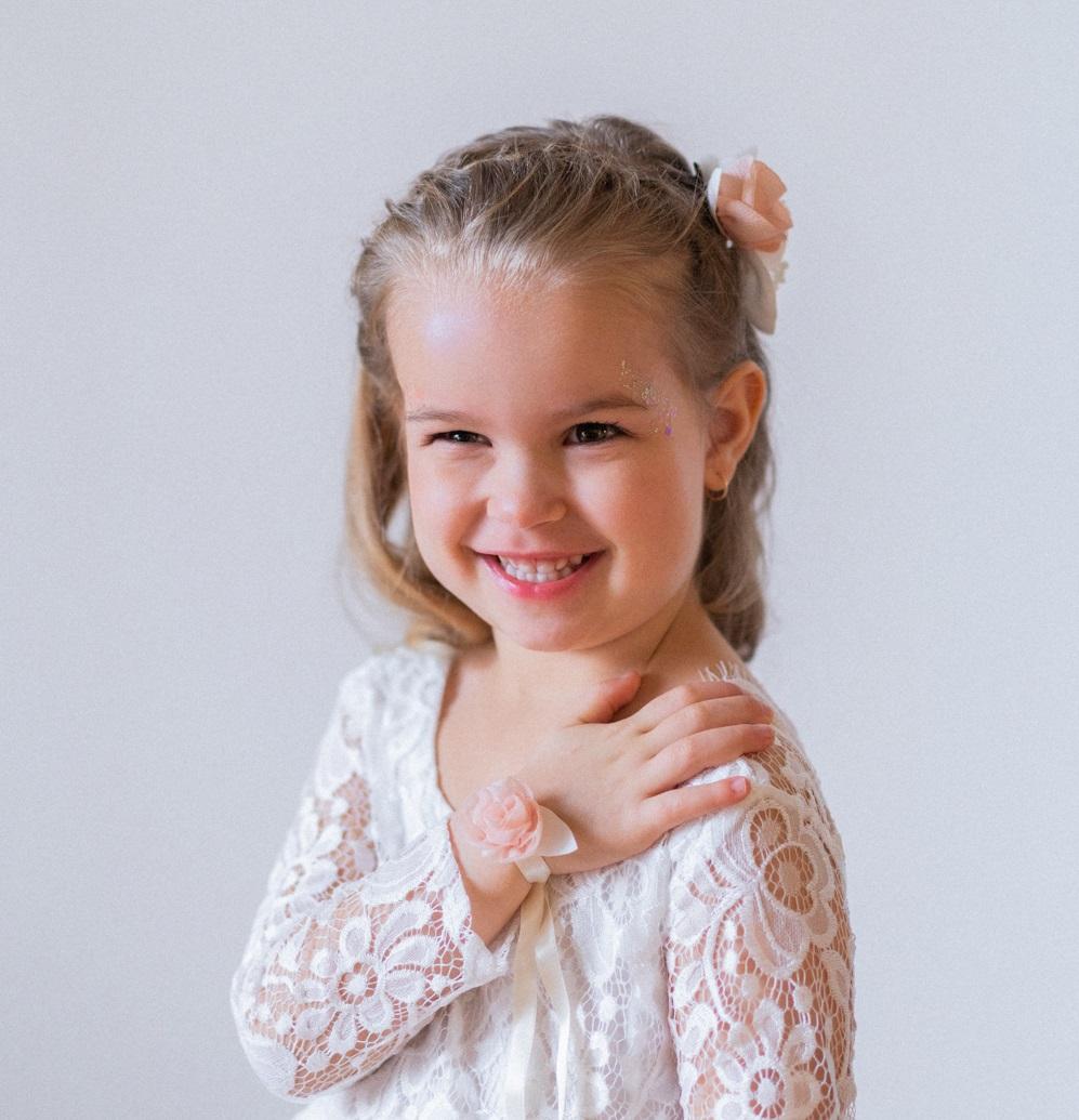 Bracelet fleuri enfant cortège mariage Rose en mousseline montée sur ruban de satin Alice MARTY Artisan d'art Accessoire Albi Toulouse