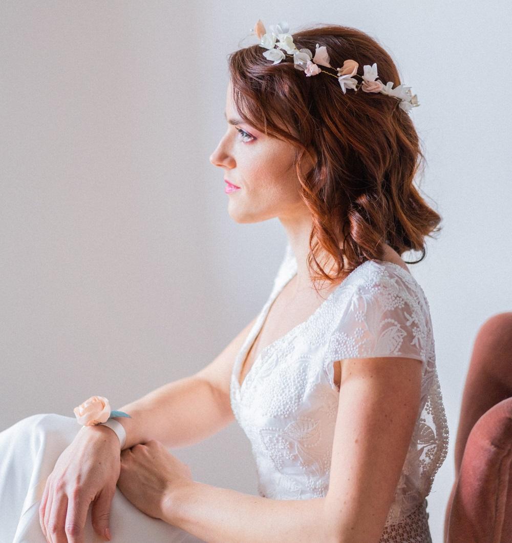 Bracelet fleuri mariée Rose ou coquelicot monté sur ruban de satin Alice Marty Artisan d'art Albi Toulouse