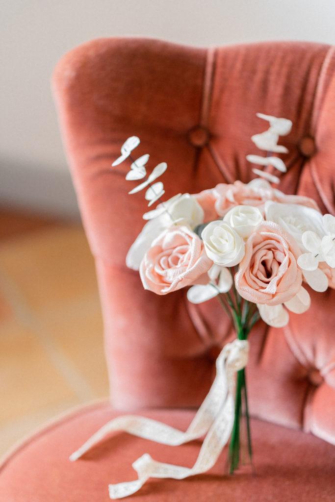 Bouquet de mariée Renoncules roses eucalyptus succulentes