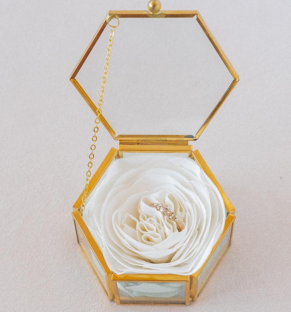 Porte alliances fleuri Ecrin verre laiton Alice Marty Couture florale Créatrice mariage Albi Toulouse