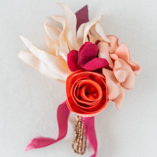 Boutonnière Félicien marié fleurs en tissu / Alice Marty - Couture florale mariage Artisan d'art Albi Toulouse