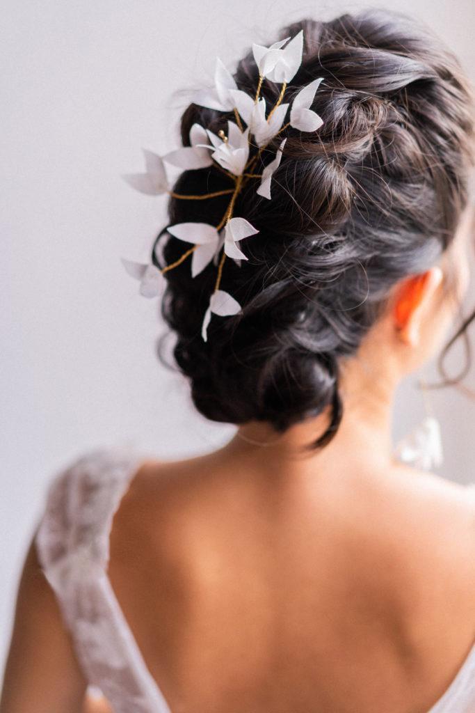 Ornement Domitille Petites feuilles Satin gaufré nude Alice Marty- Couture florale Accessoires mariage Albi Toulouse
