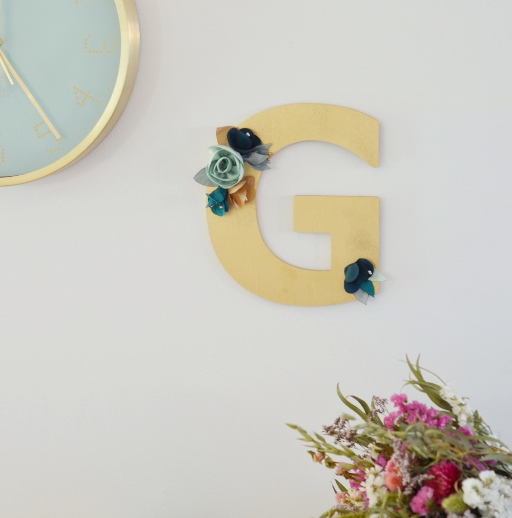 Lettre dorée fleurie Alice MARTY Couture florale Cadeau fête des mères