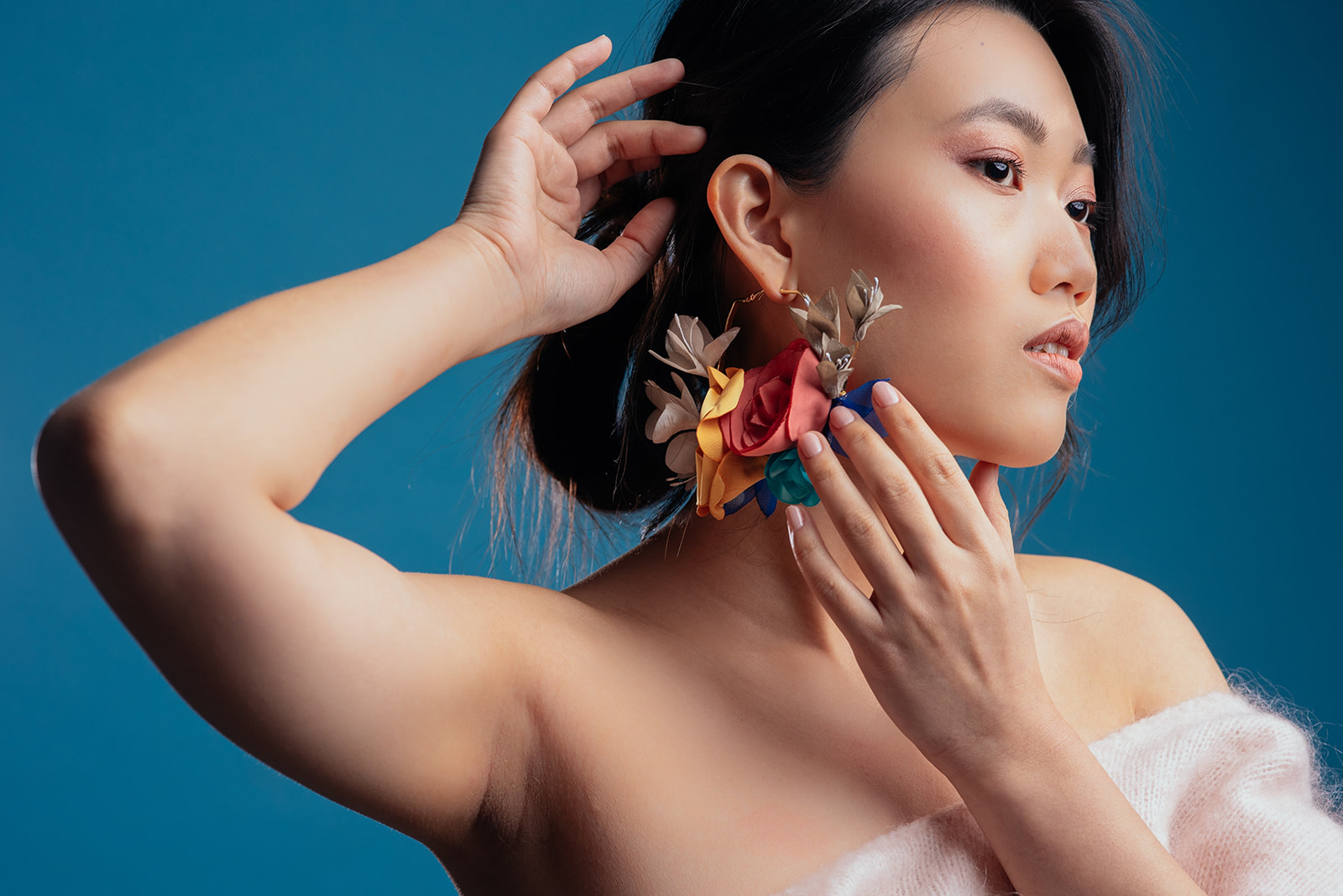 Créole fleurie oversize Collection Pantone 2021 Alice MARTY Couture florale Accessoires mariée