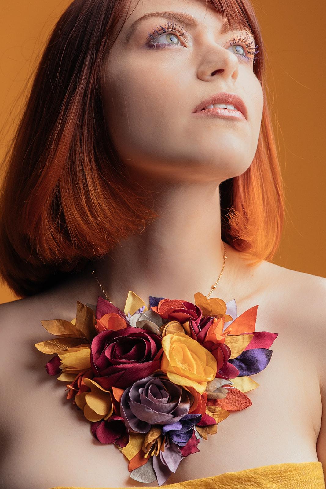 Collier fleuri oversize Collection Pantone 2021 Alice MARTY Couture florale Accessoires mariée