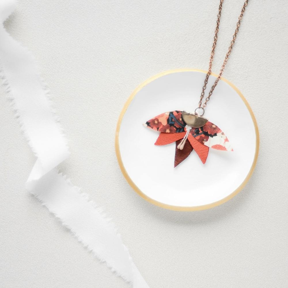 Collier Alexine Demi lune et petite feuilles Alice MARY Couture florale Accessoires mariage Toulouse