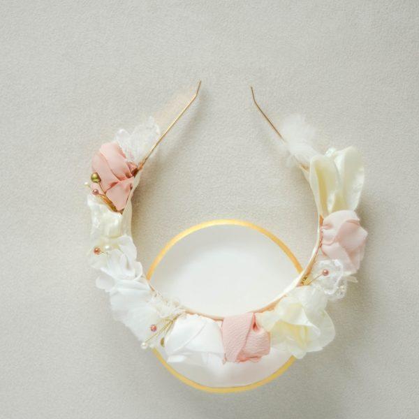Alice Marty Créatrice d'accessoires mariage demi couronne fleurie ivoire nude rose pâle